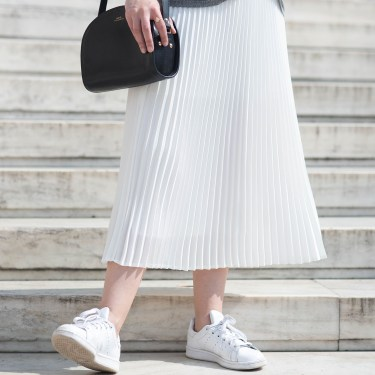 Outfit details on style blogger Cee Fardoe, including an APC halfmoon bag and Adidas Stan Smith sneakers