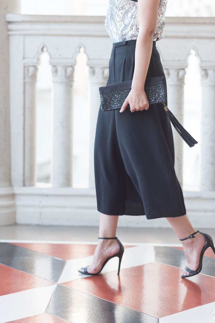 Outfit details on fashion blogger Cee Fardoe of Coco & Vera, wearing Aritzia culottes and carrying Sezane clutch