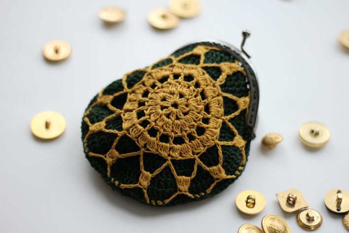 Gold and Jade Coin Purse CoCo Crochet Lee free Crochet Pattern