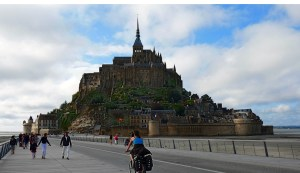Stegbrücke zum Mont-Saint-Michel