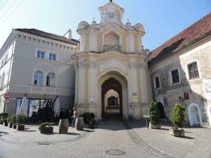 basilian-monastery-gate-vilnius-old-town ausros vartu street