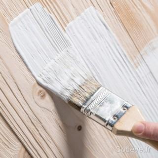 peindre un bois brut avec le primaire