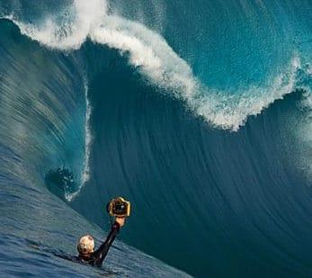 Dans l'intimité d'un des plus grands photographes de surf
