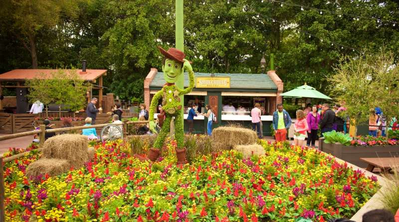 Woody-Topiary-Epcot-Flower-Garden-Festival