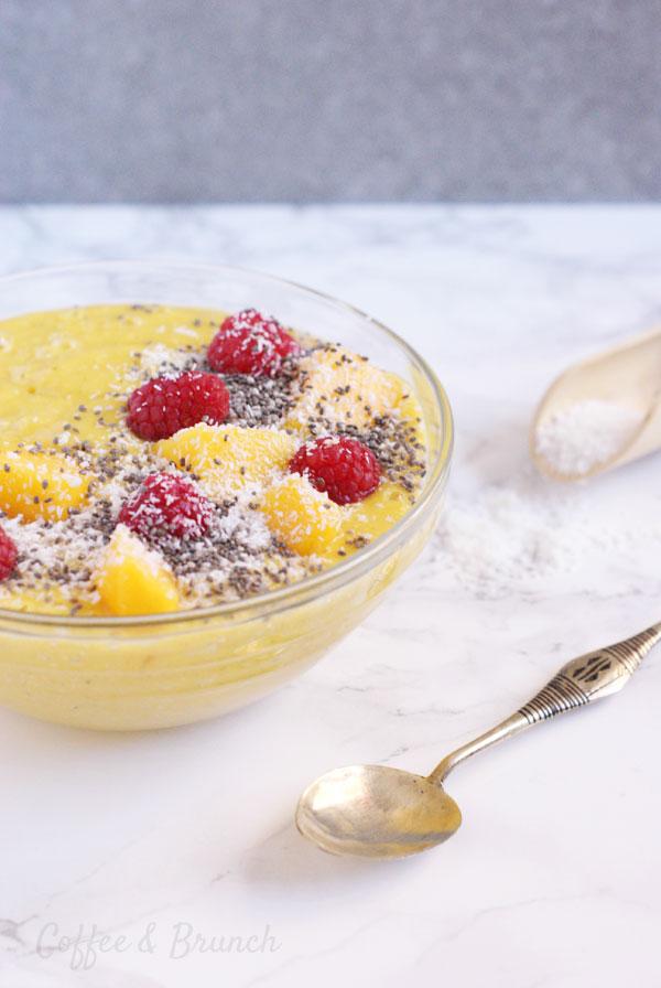 Batido o smoothie de cúrcuma y mango - Receta de brunch saludable