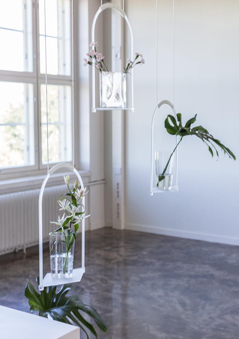 Iittala vaaseja, korkea Aalto vaasi, Floral Affair näyttely, Iittala Arabia muotoilukeskus