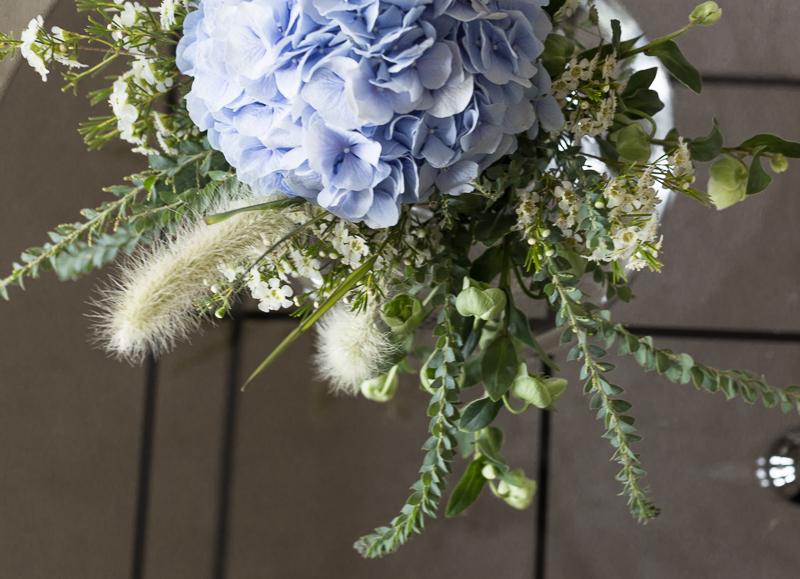 pojan nimijuhla kotona, nimijuhla koristelut, kukat, tarjoilupöytä, nimiäisohjelma