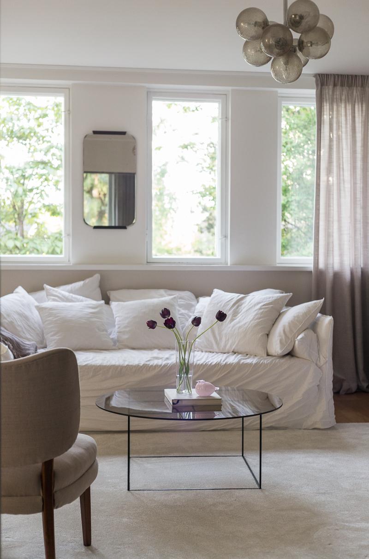 Iittala Oiva Toikka lasilintu vaaleanpunainen, olohuoneen sisustus, loppukevät, ajan kulumisesta