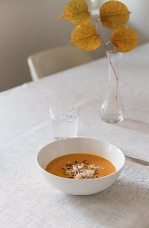 mausteinen kurpitsalinssikeitto resepti, helppo sosekeitto