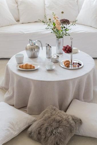 Kahvipöydän kattaus näyttävästi