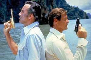 roger-moore-bond-christopher-lee-golden-gun1