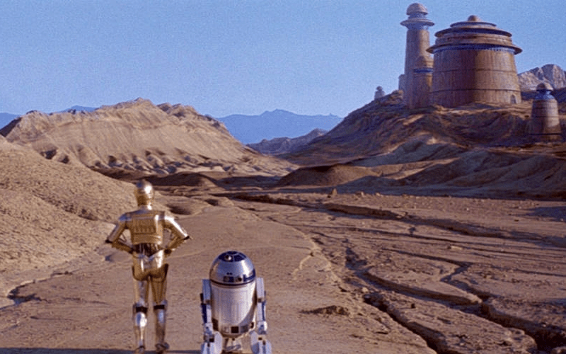 Artoo and Threepio on the way to Jabba's Palace - part of the rescue plan