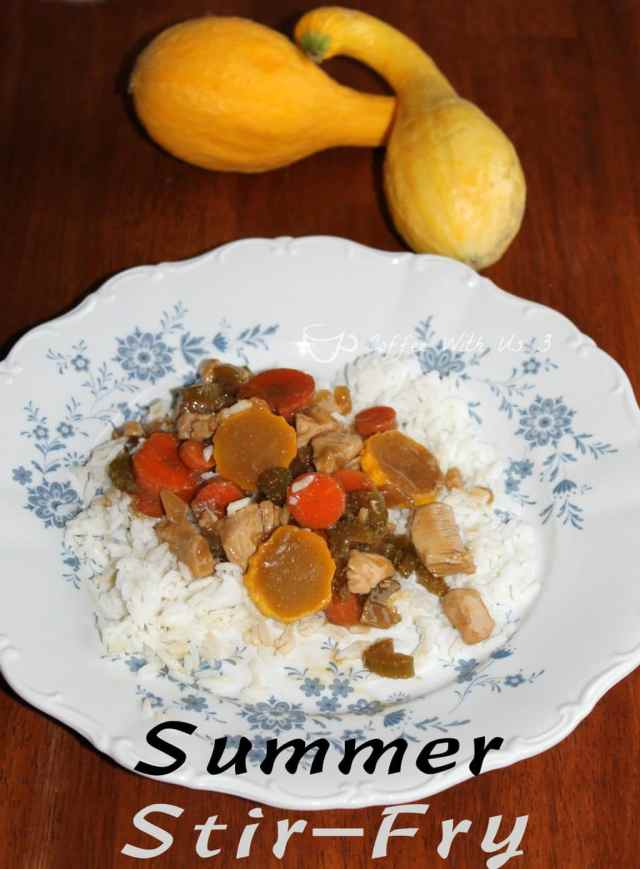 Delicious Summer Stir-Fry is quick and easy! With #chicken and #vegetables