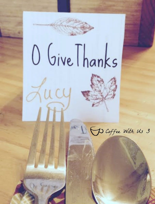 O Give Thanks - Thanksgiving Place Cards. Plus check out the other great printables for Thanksgiving & Christmas!