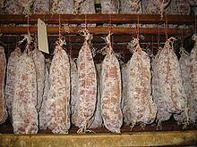 saucisson lyonnais au vin rouge