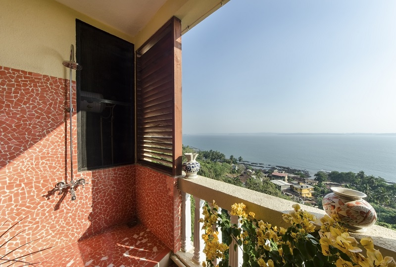 cliff-haven-stunning-duplex-apartment-overlooking-the-arabian-sea-at-dona-paula-goa
