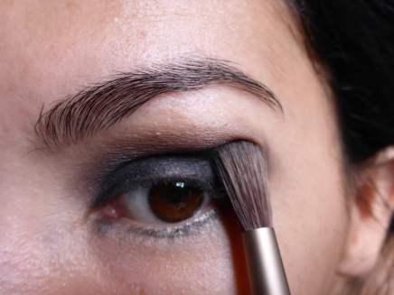 Tutorial Naked 2: Olho preto com esfumado vinho - Sombra Busted - aplicação