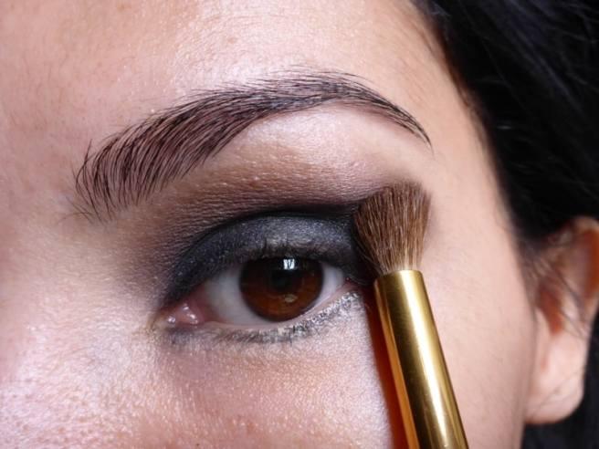 Tutorial Naked 2: Olho preto com esfumado vinho - Sombra Tease - retoque esfumado