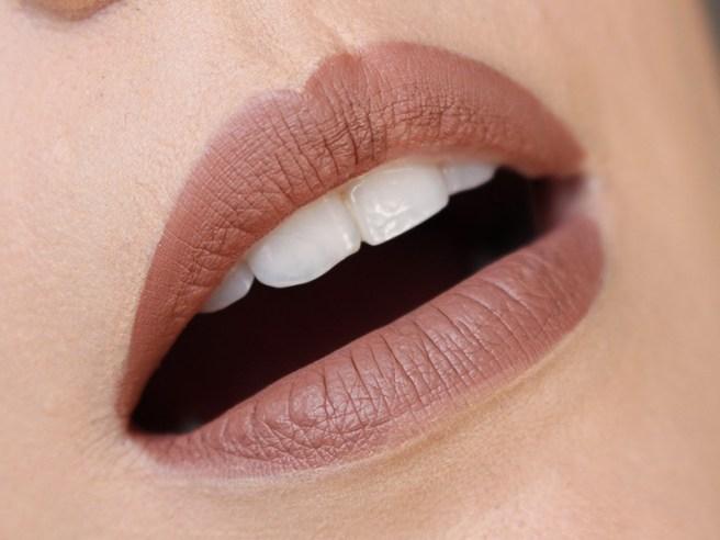 Matte Lip Kit Kylie Cosmetics Dolce K lábios