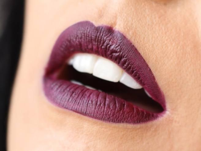 Matte Lip Kit Kylie Cosmetics Kourt K lábios