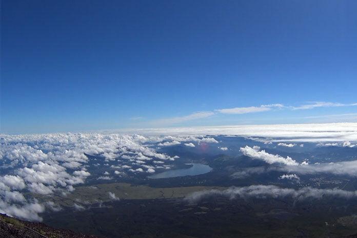 Acima e abaixo das nuvens (Foto: Márcio Ikuno)