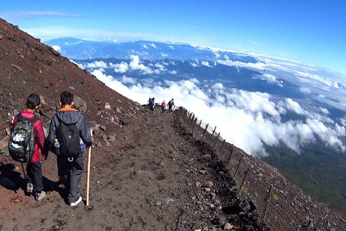 Para descer por essa rota, a trilha era em ziguezague, sem muitos obstáculos e geralmente constante (Foto: Márcio Ikuno)