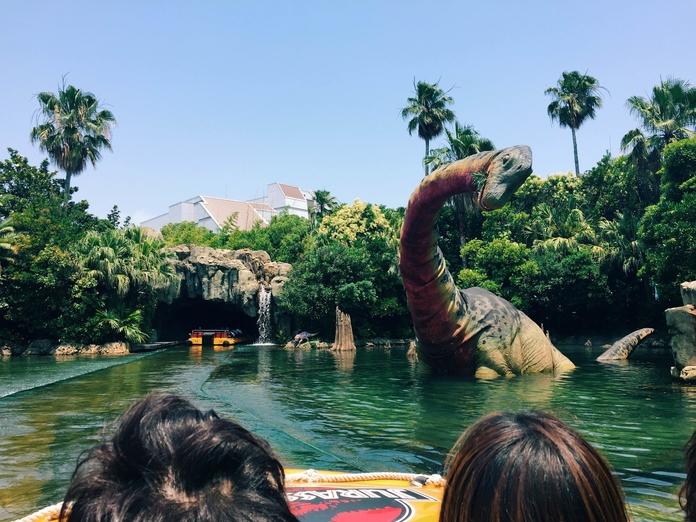 Que tal um passeio pelo Jurassic Park do USJ?