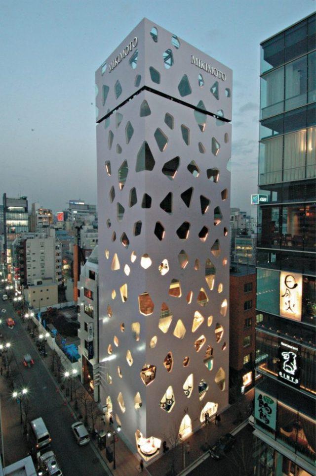 A arquitetura muito peculiar do edifício da Mikimoto Pearls