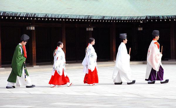 sacerdotes xintoístas