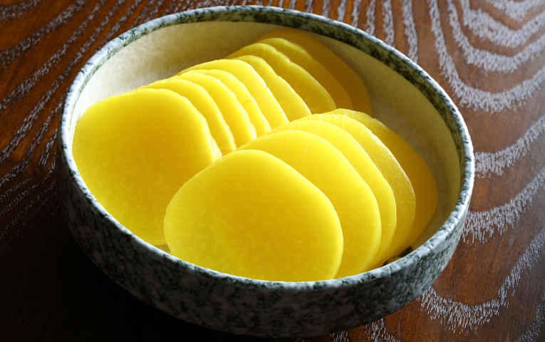 Takuan amarelo