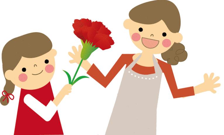 filha dando flores para a mãe