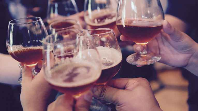 Brinde com bebida alcoólica