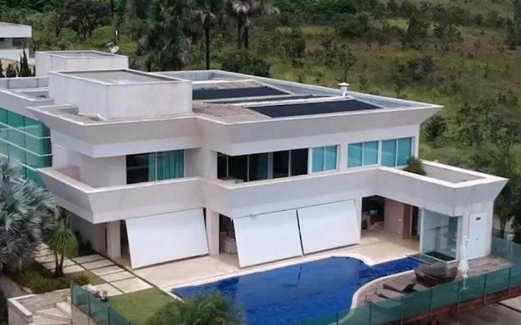 'Tudo dentro da lei', diz Flávio Bolsonaro sobre compra de mansão de R$ 6 milhões