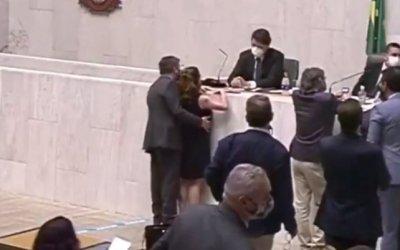 Alesp suspende Fernando Cury por assédio contra Isa Penna; parte do Conselho de Ética renuncia