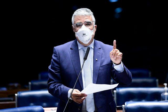 Senador Eduardo Girão consegue assinaturas para CPI da Covid investigar Estados e municípios