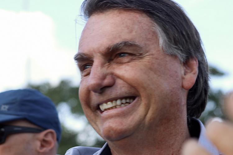 Bolsonaro diz que recorrerá ao STF para definir valor fixo do ICMS sobre combustíveis