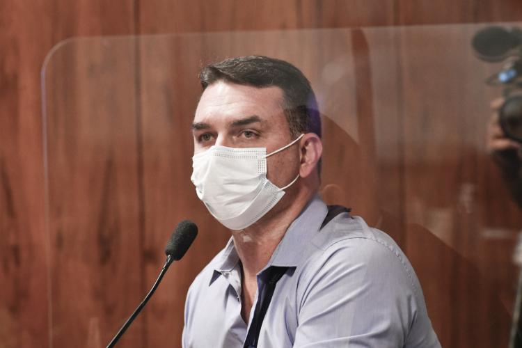 Flávio Bolsonaro celebra 'eliminação' de miliciano Ecko: 'Todo respeito aos verdadeiros policiais'