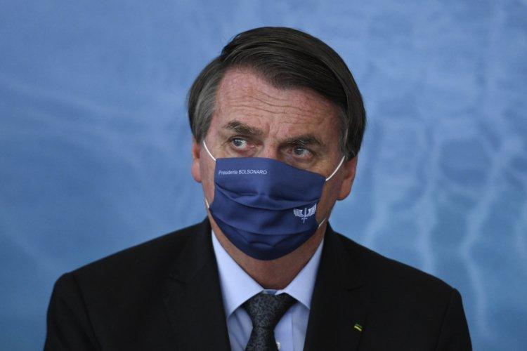 Bolsonaro diz que decisão sobre máscara cabe a Queiroga, governadores e prefeitos