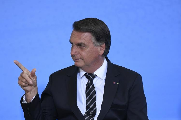 Após recomendação de isolamento, Bolsonaro muda agenda presencial e cancela viagem