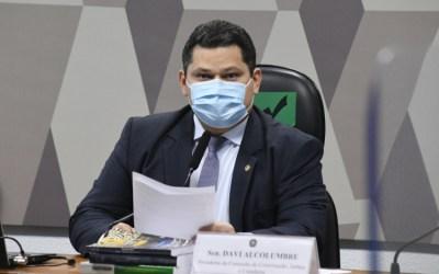 Senadores voltam a pressionar Alcolumbre por sabatina de André Mendonça