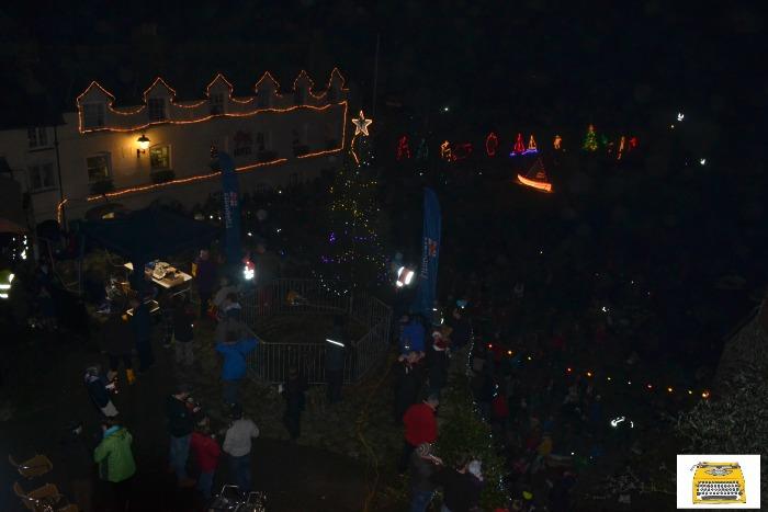 clovelly-christmas-lights