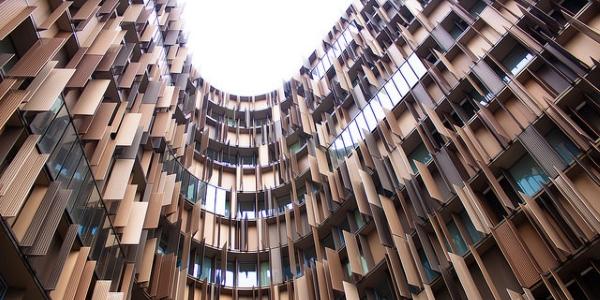 Edificio de oficinas por Angelo Picolella