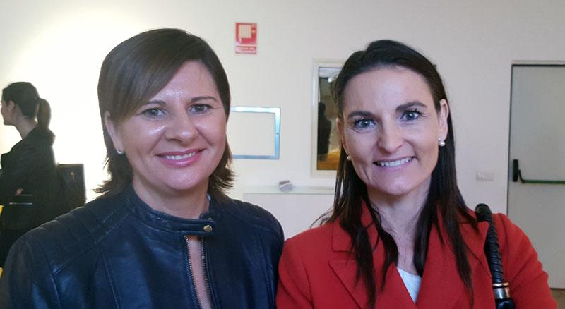 Dª Mariam Rico y Dª Silvia de Torres, miembros de la Junta Directiva del Colegio, en la presentación de la Fundación Paquita Fernández Lozano