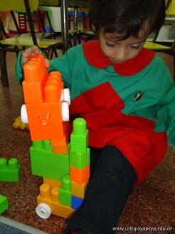 Salas de 3 jugando con Bloques 17