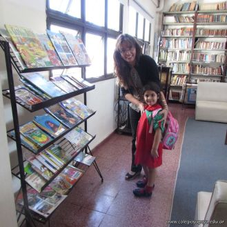 Padres y alumnos visitan la Biblioteca 1