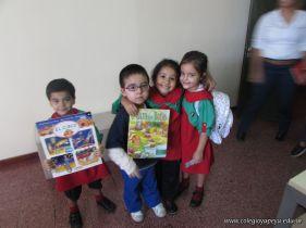 Padres y alumnos visitan la Biblioteca 11