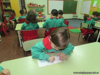 Salas de 4 escriben sus nombres 27