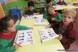 Utilizando el libro de Ingles en Salas de 4 12