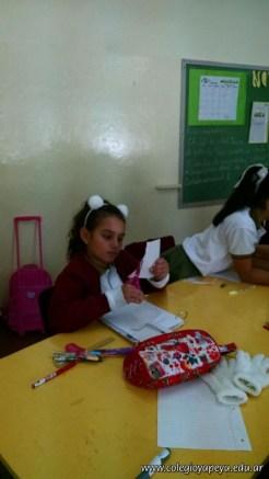 Clasificando útiles escolares 12