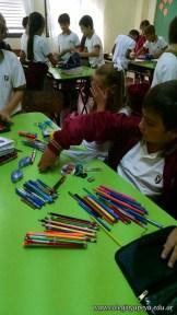 Clasificando útiles escolares 18